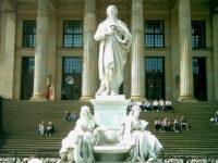 Gendarmenmarkt - Konzerthaus und Schillerdenkmal